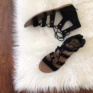 Dolce Vita 💯 suede black sandals!
